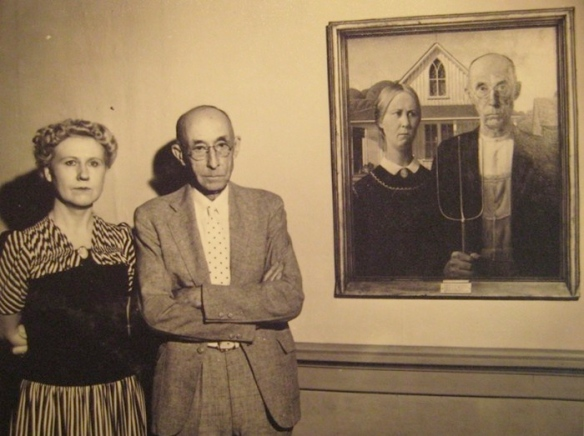 The models of American Gothic pose with Grant Wood's iconic painting.