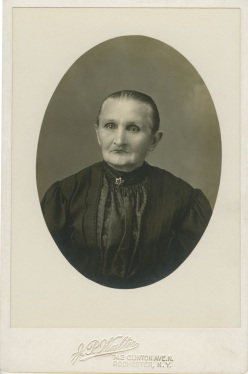 Vintage photograph of old woman with no teeth.