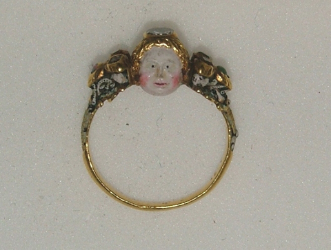 17th century memento mori ring showing a face