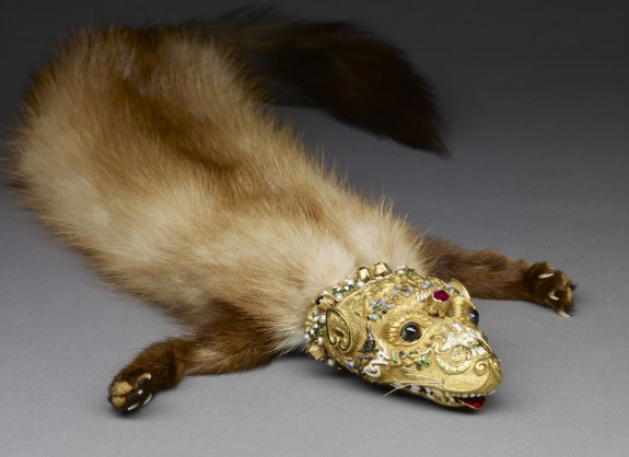 A photograph of a weasel pelt with ornately jeweled gold head, called a flea-fur or zibellini